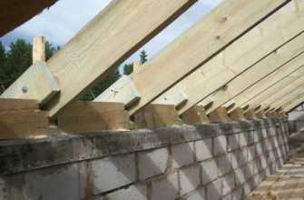 Как крепить крышу к стенам из пеноблока: односкатную, двухскатную, как закрепить мауэрлат