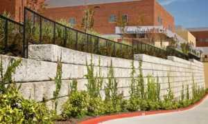Устройство стенок из фбс: монтаж фундамента подпорной стены